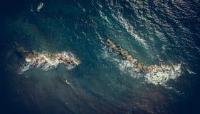 美丽的蓝色清楚的水空中射击在科孚岛希腊 库存照片
