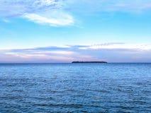美丽的蓝色湖 库存图片