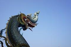 美丽的蓝色蛇纳卡人雕象的国王或国王 图库摄影