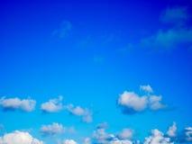 美丽的蓝色覆盖天空白色 库存照片
