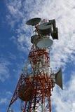 美丽的蓝色通信天空塔 库存图片
