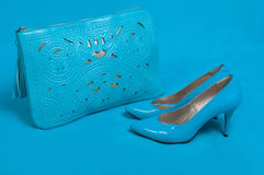 美丽的蓝色鞋子和提包 库存照片