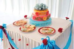 美丽的蛋糕多有排列的婚礼 免版税图库摄影