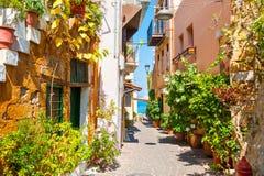 美丽的街道在干尼亚州,克利特海岛,希腊 免版税库存图片
