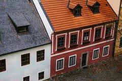 美丽的街道在捷克克鲁姆洛夫镇在捷克 其中一个最美丽的异常的小城市  免版税库存照片