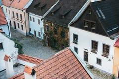 美丽的街道在秋天在捷克克鲁姆洛夫在捷克 其中一个最美丽的异常的城市在世界上 库存图片