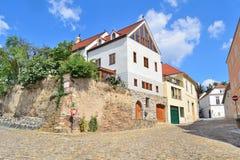美丽的街道在Krems,奥地利 免版税库存照片