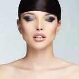 美丽的表面女孩 发型 构成 15个妇女年轻人 免版税库存图片