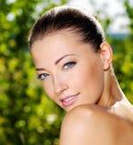 美丽的表面女性新鲜户外 免版税库存图片
