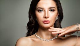 美丽的表面女性 15个妇女年轻人 免版税库存照片