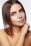 美丽的表面妇女年轻人 Skincare,健康,温泉 清洗软的皮肤,健康新神色 自然每日构成 库存图片