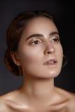 美丽的表面妇女年轻人 Skincare,健康,温泉 清洗软的皮肤,健康新神色 自然每日构成 免版税库存照片
