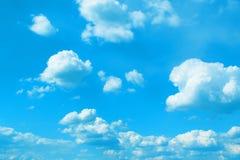 美丽的被定调子的积云用于作为背景的设计 图库摄影