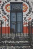 美丽的被绘的门 库存图片