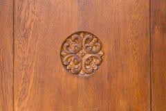 美丽的被雕刻的木装饰品花 免版税库存图片