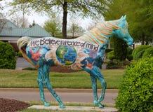 美丽的被绘的马和平雕象 免版税库存图片