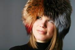 美丽的裘皮帽纵向妇女 免版税库存图片