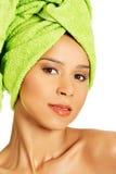 美丽的赤裸妇女画象有头巾的。 免版税库存图片