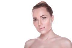 美丽的赤裸有春天的肩膀白肤金发的妇女的画象开花 图库摄影