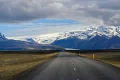 美丽的路在一个国家公园 免版税库存照片
