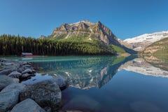 美丽的路易丝湖在加拿大的班夫国家公园 库存图片