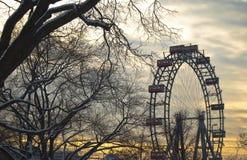 美丽的轮渡停放日落主题轮子 免版税图库摄影