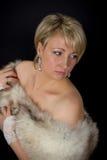 美丽的迷人的妇女在演播室 免版税图库摄影