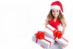 美丽的逗人喜爱的年轻圣诞老人妇女 免版税库存照片