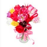 美丽的郁金香花束在花瓶的 免版税库存照片