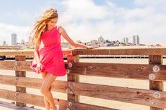 美丽的都市妇女,码头的女孩 库存图片