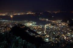 美丽的里约热内卢在晚上巴西 免版税库存图片