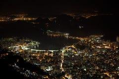 美丽的里约热内卢在晚上巴西 免版税库存照片