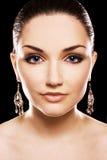 美丽的金刚石earing的耳环妇女 库存照片