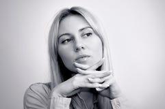 美丽的金发碧眼的女人注视新的妇女 免版税库存图片