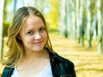 美丽的金发碧眼的女人 免版税图库摄影