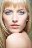 美丽的金发碧眼的女人 免版税库存照片