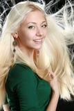 美丽的金发长的妇女年轻人 免版税库存照片