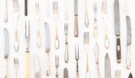美丽的银色利器-在白色ba隔绝的葡萄酒扁平的餐具 免版税图库摄影
