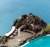 美丽的阳台有在爱琴海的海视图 免版税库存图片
