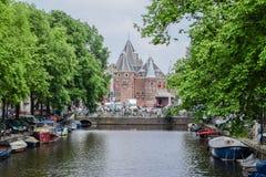美丽的阿姆斯特丹在6月 免版税库存图片
