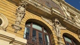 美丽的雕象和毕尔巴鄂歌剧院,建筑学污点玻璃窗  股票录像