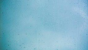 美丽的雨下降在窗玻璃下的赛跑 HD 1080 影视素材