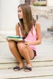 美丽的青少年的学员女孩。 免版税图库摄影