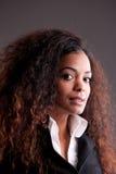 美丽的非洲女孩强烈的神色 免版税库存图片
