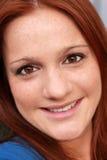 美丽的顶头红色微笑的妇女 库存图片