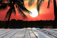美丽的风景剪影海和太阳 库存图片