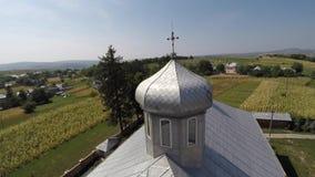 美丽的风景教会在乡下 寄生虫录影 免版税库存照片
