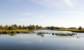 美丽的风景湖 免版税图库摄影