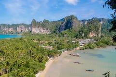 美丽的风景石灰石海岛咆哮在发埃发埃在Krabi,泰国 库存图片