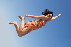 美丽的飞行女孩 免版税库存照片